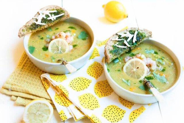 Zelf maken van gazpacho's is makkelijk en leuk! Gazpacho met crostini, geitenkaas en koriander is erg lekker én gezond.
