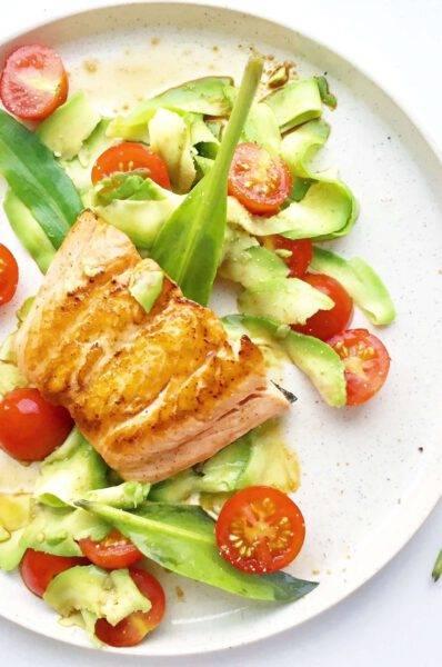 salade met zalm en kikkomandressing