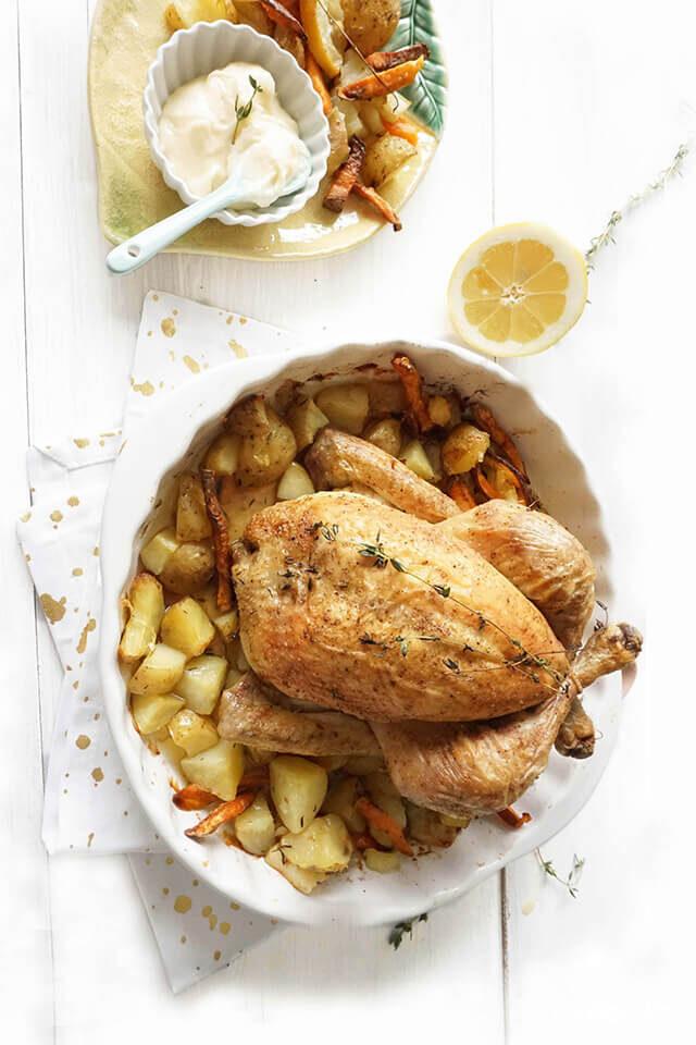 Kip uit de oven met aardappeltjes en citroen