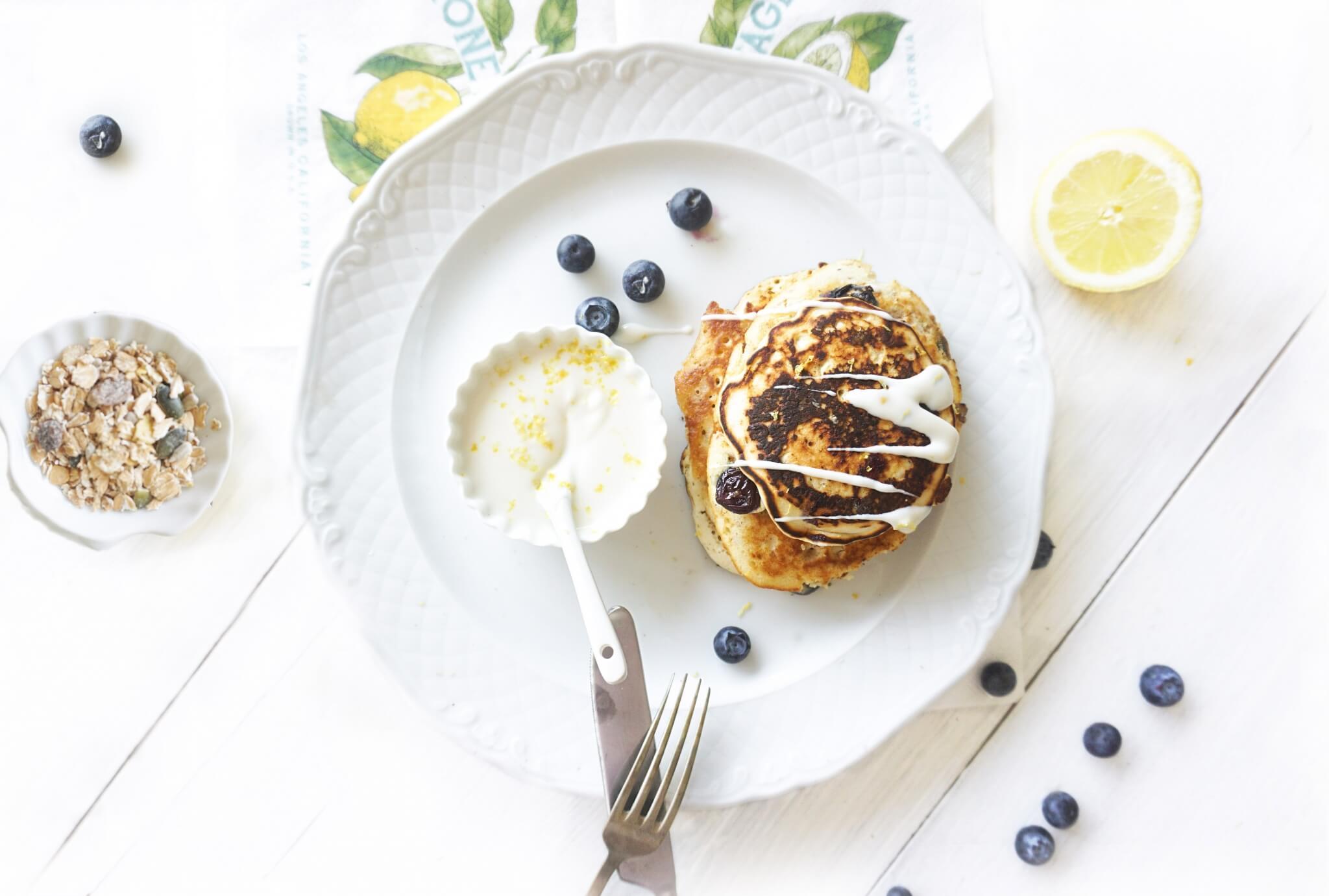 Blue berry pancakes met muesli en citroen