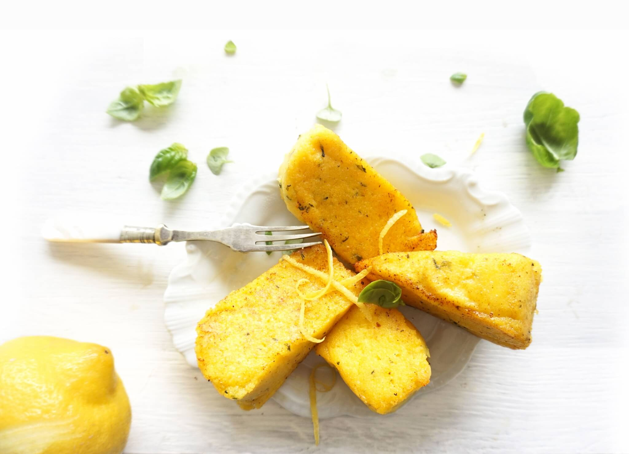 Italiaanse polenta met citroenrasp en basilicum