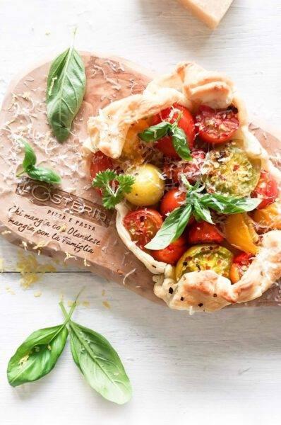 Bladerdeegtaart met wilde tomaten en citroen