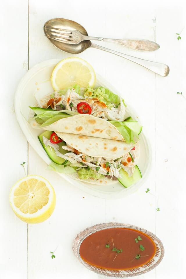 Taco pulled chicken met avocado en chipotle
