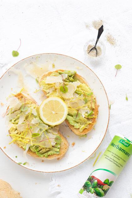 Avocado toast met Parmezaanse kaas & citroen