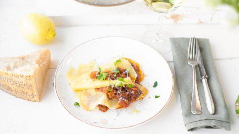 open lasagne met Italiaans stoofvlees en citroen