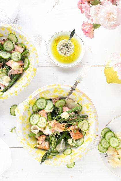 Groene asperge salade met zalm, gember & citroen