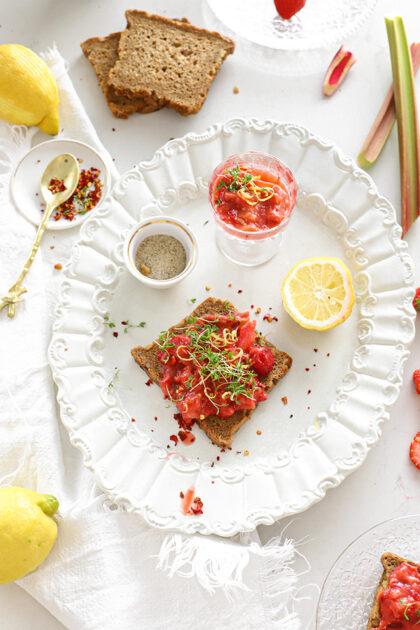 Aardbei Rabarber spread met citroen & chili