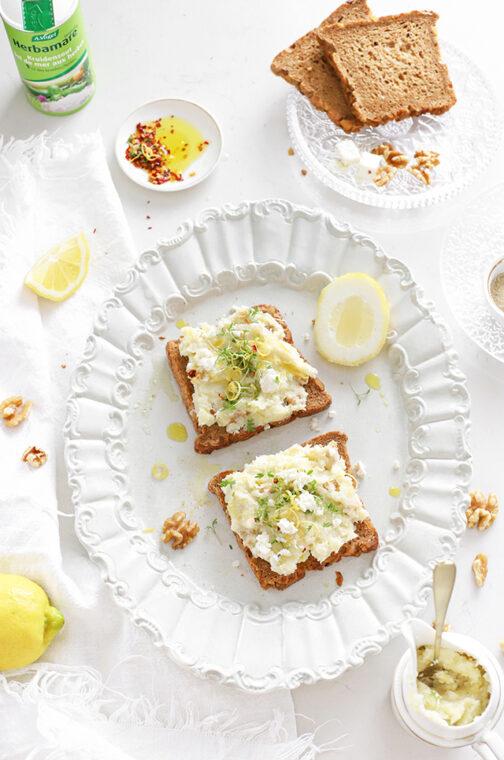 Pastinaak spread met geitenkaas, walnoten & citroen