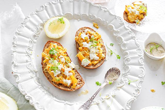 Geroosterde paprika buffelmozzarella spread met kruidenzout & citroen