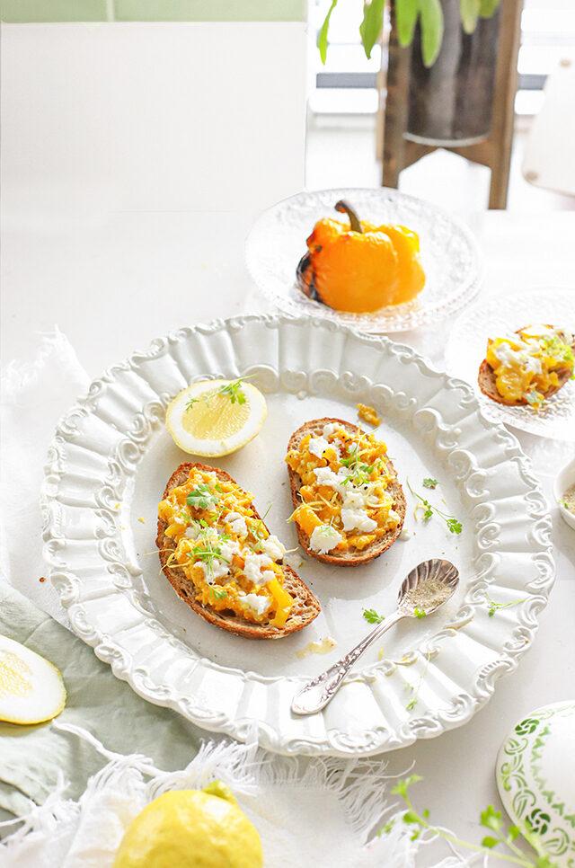 Geroosterde paprika & buffelmozzarella spread met citroen