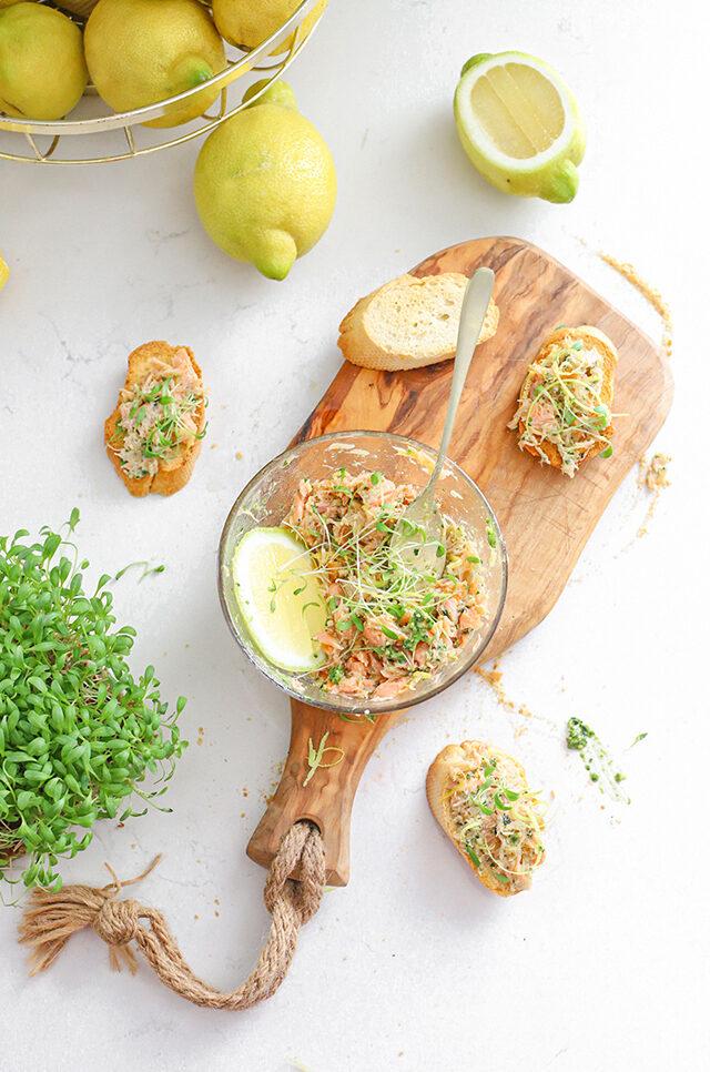Warm gerookte Zalm van Urk Salade met pesto & citroen