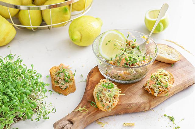 super lekkere zalm van urk salade met pesto en citroen