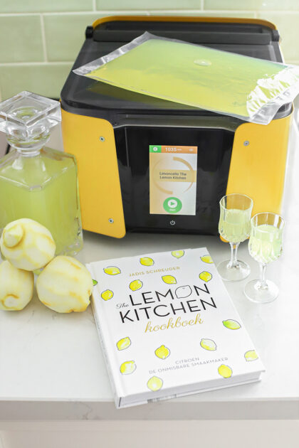 Maak limoncello met The smart infuser
