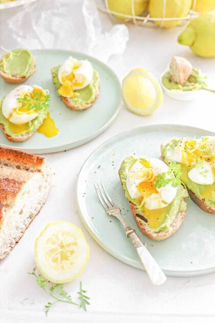 Avocado toast met ei & citroen
