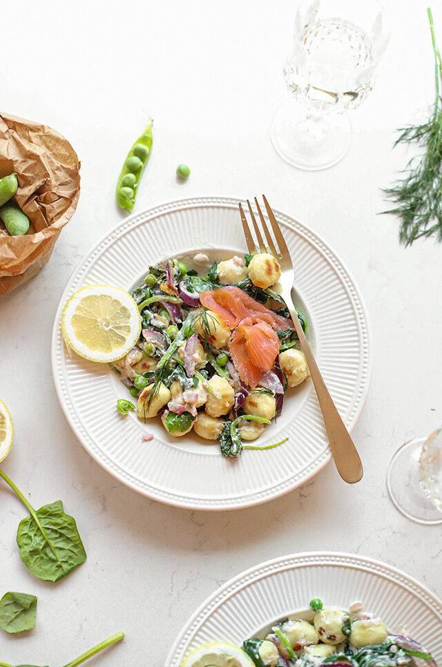Gnocchi met zalm, erwtjes, citroen & créme fraîche