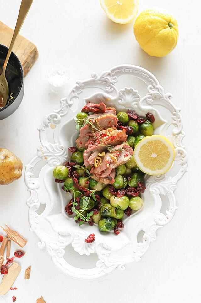 gegrilde gerookte eend met cranberries en spruitjes recept citroen