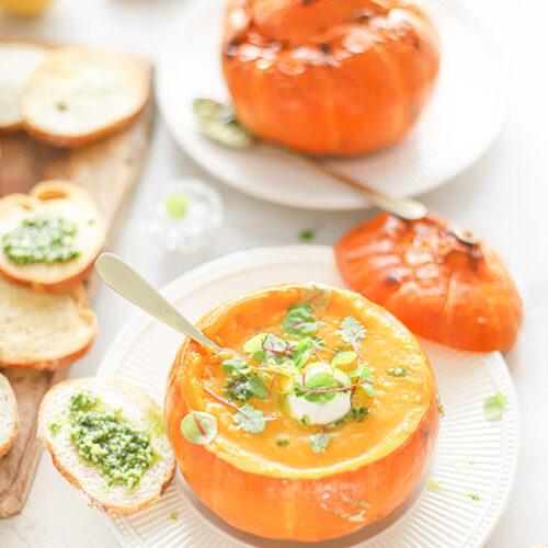Pompoen soep - aardpeer soep met pesto en citroen crostini