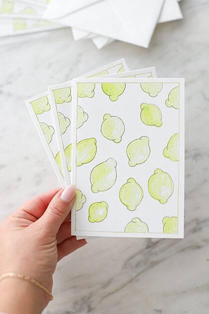 Citroen illustratie ansichtkaart klein. Gemaakt door Jadis van The Lemon Kitchen. Duurzaam papier & envelop.
