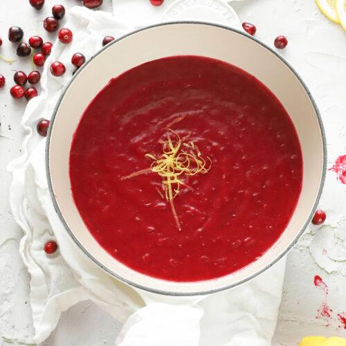 cranberry saus maken met citroen en wijn