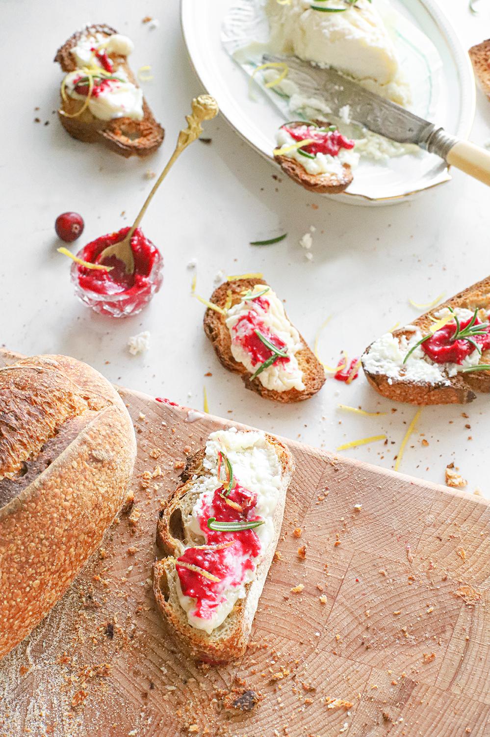 crostini's met cranberrysaus rozemarijn en citroen