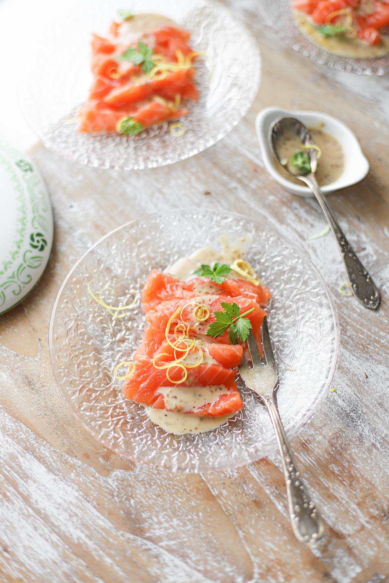 zalm sashimi met citroen en sesam dressing