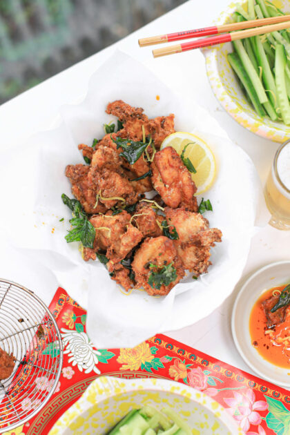 fried chicken The Lemon Kitchen met Thaise basilicum