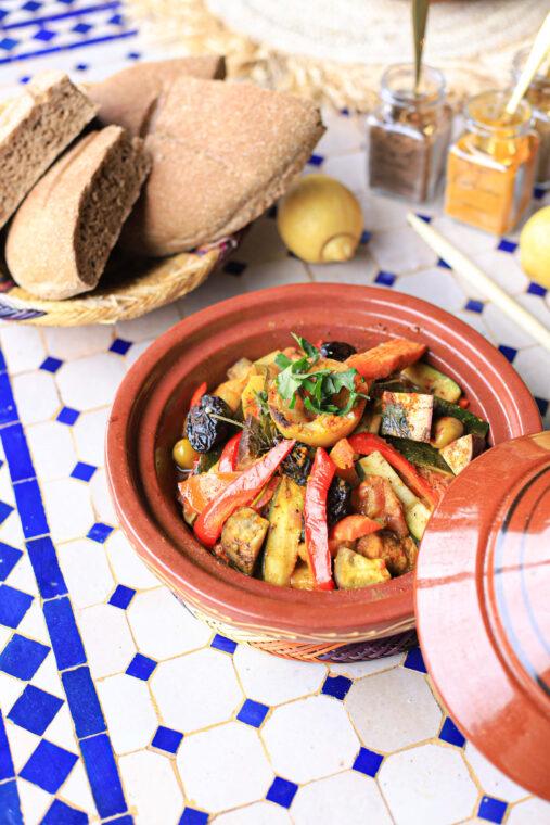 Tagine recept met kip, citroen, groenten, pruimen en rozijnen