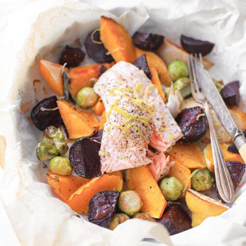 zalm en gegrilde groenten uit de oven met citroen