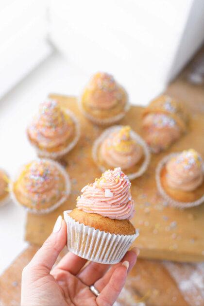 roze cupcake met confetti & citroen