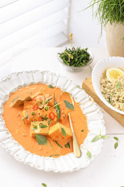 Heerlijke Thaise panang curry met basilicum, citroen en Tilda rijst