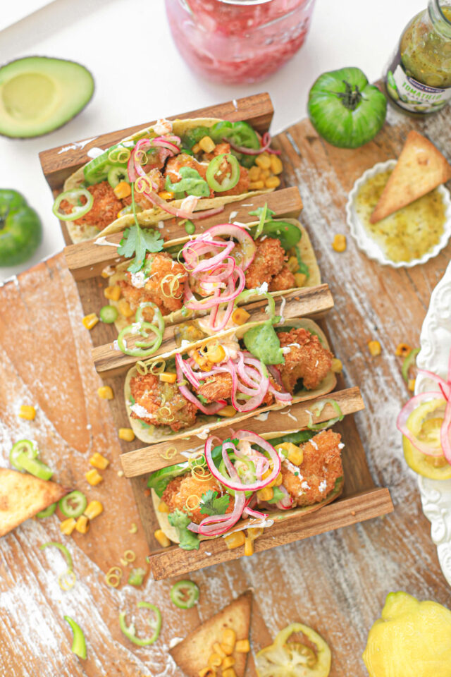 taco met super krokante bloemkool avocado en pickles