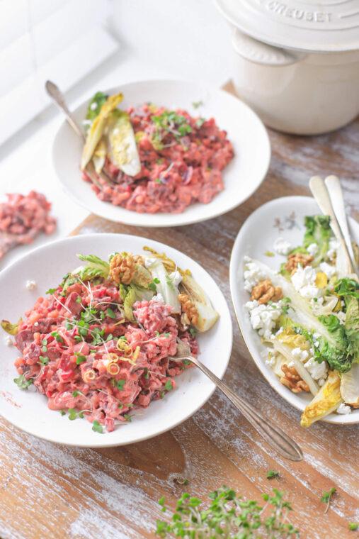Rode biet couscous met geitenkaas, walnoten en citroen