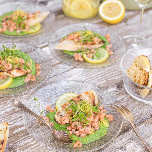 hollandse garnalen met tuinerwten puree crostini en gezouten citroen