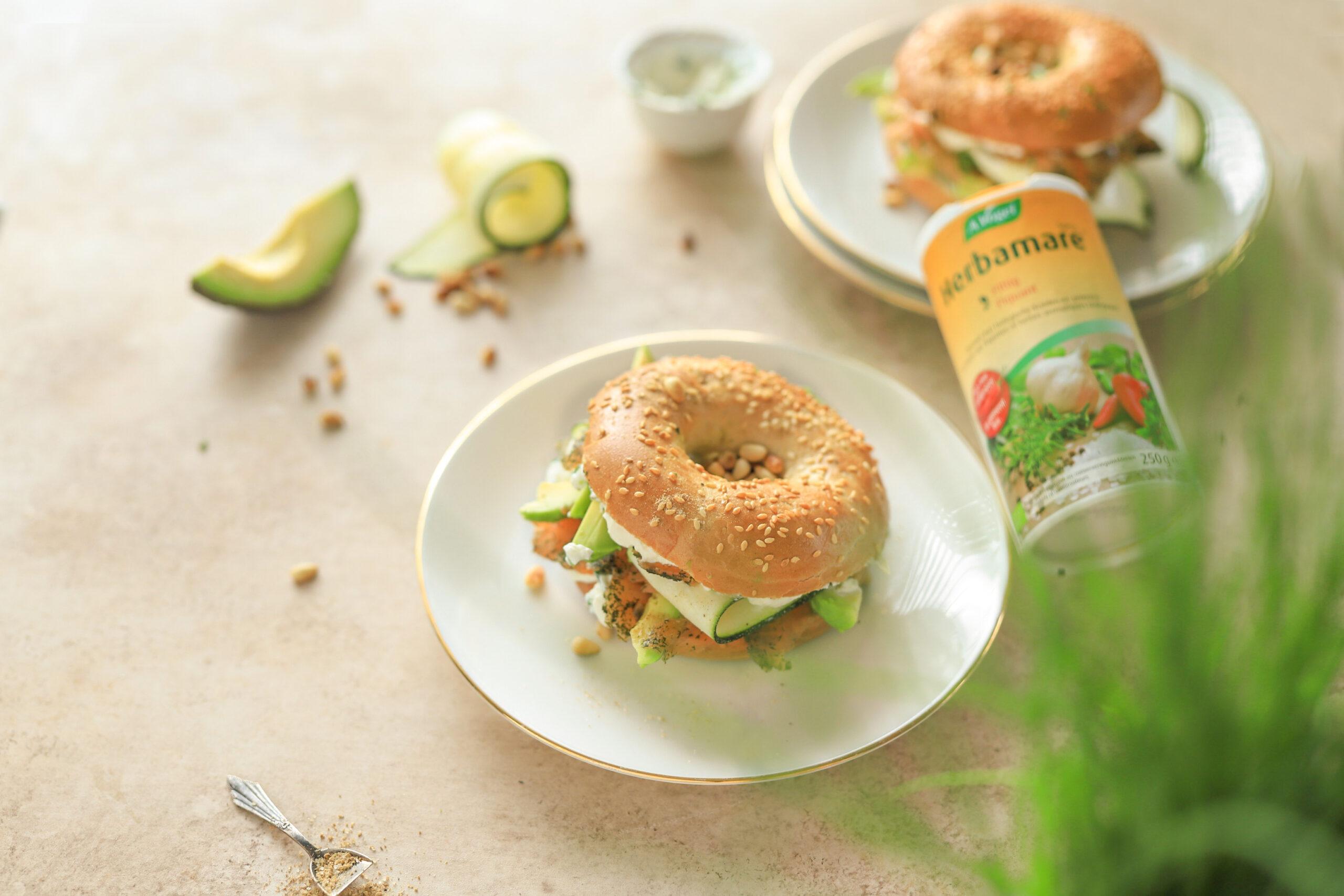 bagels met roomkaas zalm en avocado courgette
