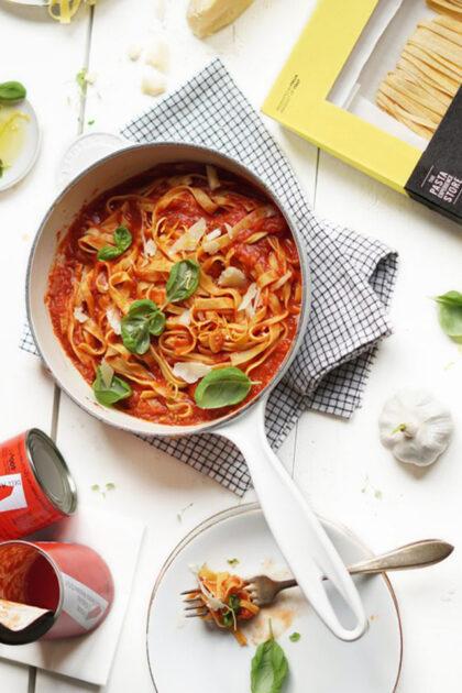 Citroen pasta met Pomodorisaus en Parmezaan