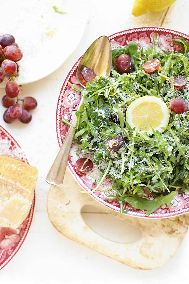 Rucola salade met Parmezaanse kaas, druiven & citroen